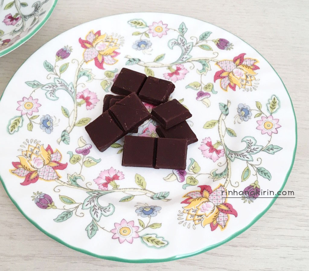 カカオマジックのカカオ77%ピュアチョコレート
