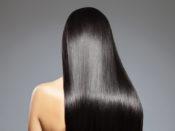 綺麗な髪のロングヘア女性