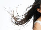 静電気が起きている細い髪